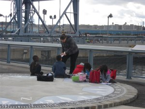 On their first school trip, they were studying birds at a pier (K)